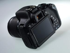 Canon EOS 750 D nemá kolečko rychloovladače na zadní straně, což je funkce, která se zkušenějším fotografům opravdu hodí. Foto: Canon.co.uk
