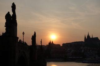Ano, fotit západy slunce je klišé, ale občas si člověk prostě nemůže pomoct, že? Testovací obrázek bez úprav, plnou velikost zobrazíte kliknutím...