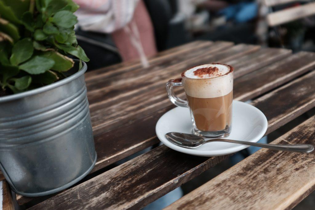 kafe v Miláně