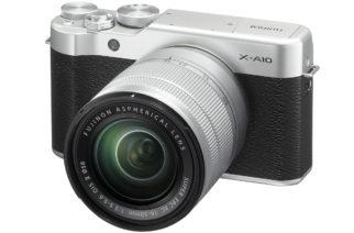 Fujifilm X-A10 na oficiálním snímku. Foto: Fujifilm.cz