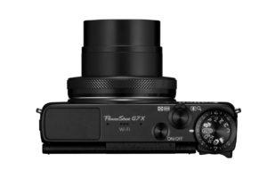 Zkušenější fotografy patrně zaujme samostatný ovladač na korekci expozice - to hodně usnadní ovládání. Foto: Canon ČR