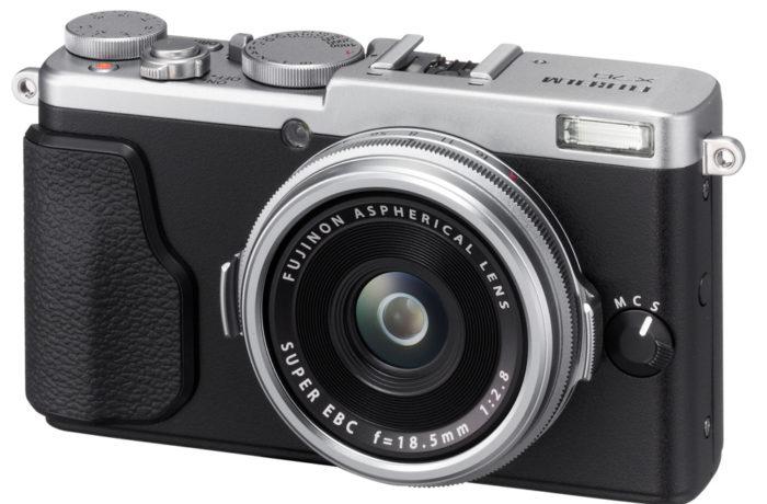 Fujifilm xX70 se vleze i do kapsy džín (natěsno, třeba dodat)... Foto: Fujifilm.com